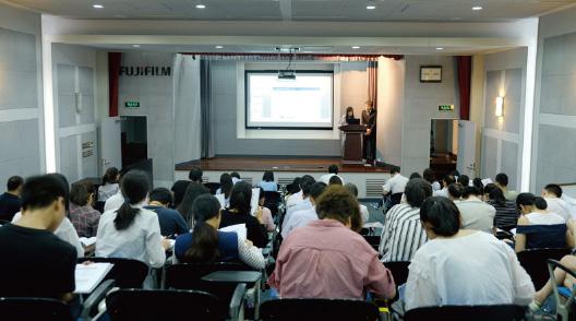 [写真]蘇州富士膠片映像機器有限公司でのお取引先向け説明会の様子