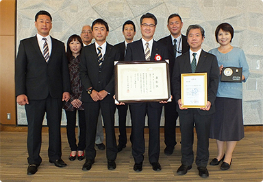 [picture]FUJIFILM Kyushu Co., Ltd. Received the Kumamoto Labor Bureau Director's Excellence Award and the National THP Promotion Council's Incentive Award