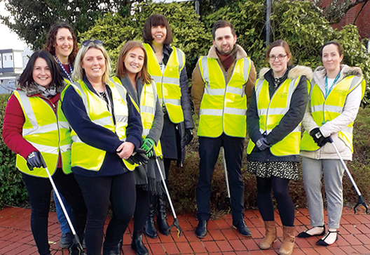 [Picture]Employees keen on cleaning and other environmental activities in the community