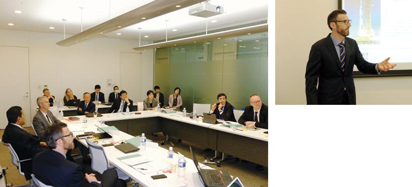 基幹人材研修での当社役員に向けた課題発表(左)、同研修でプレゼンテーションを行うMartin Meeson氏(現 FUJIFILM Diosynth Biotechnologies U.S.A., Inc.のCEO)(右)