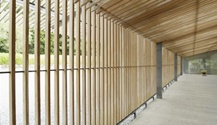 [photo] A wooden fence and roof over a hallway highlighting the horizontal and vertical lines distortion using the FUJINON 14-35mm/F8 ZK Series lens