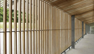 [photo] A wooden fence and roof over a hallway highlighting the horizontal and vertical lines distortion using the FUJINON 19-90mm/F8 ZK Series lens