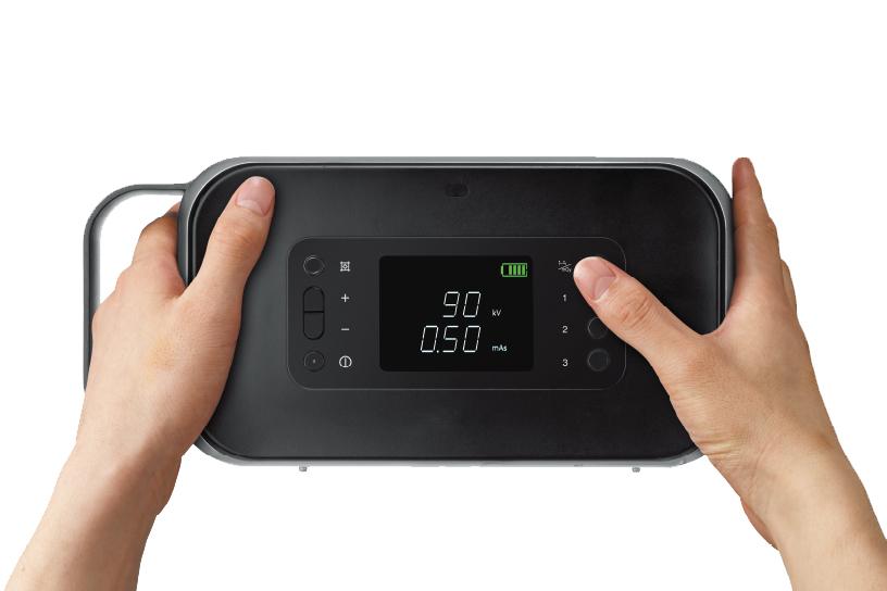 [foto] Handen die het apparaat vasthouden en een knop indrukken