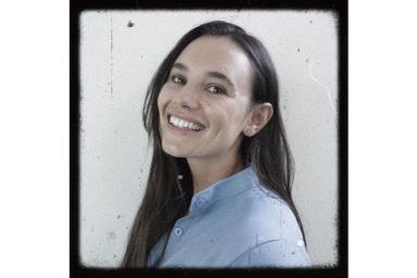 Imagem de mulher com filtro retrô aplicado