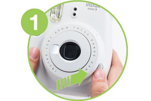 Imagem ampliada mostrando como ligar a câmera - 1.º passo
