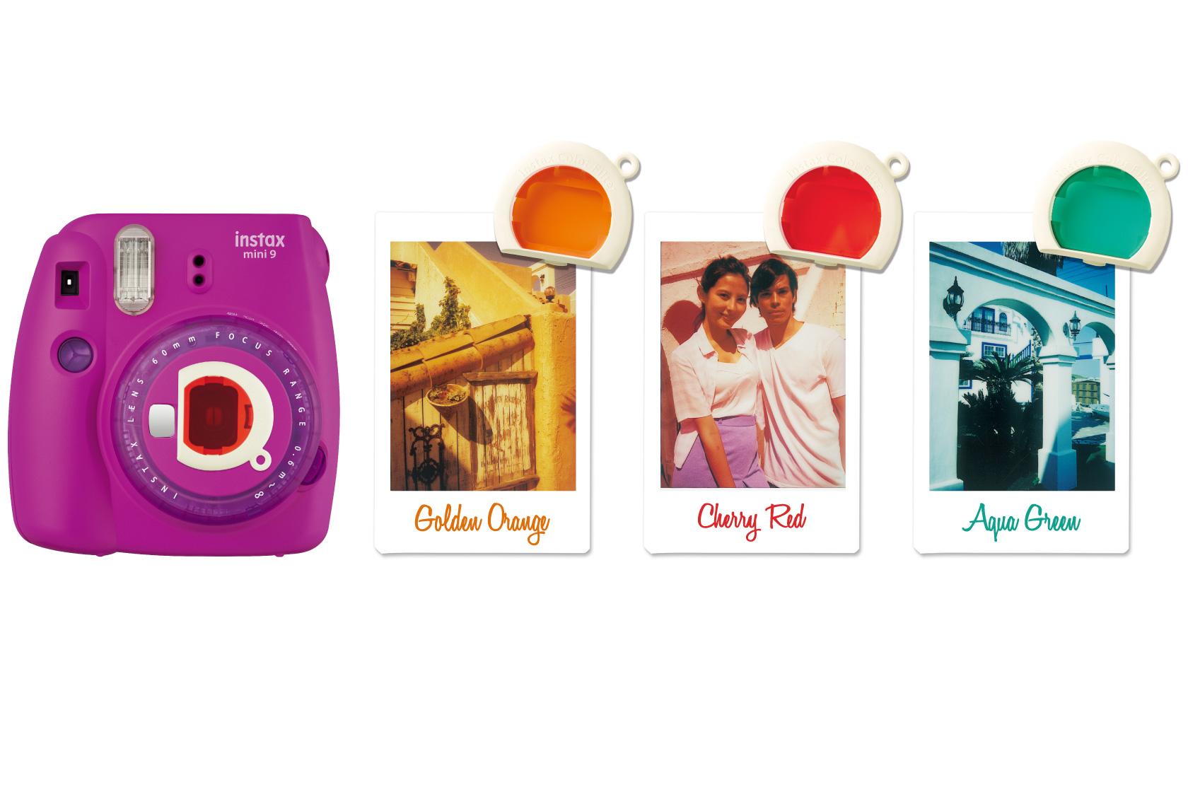 Câmera Mini 9 roxa e três fotos com filtros de cores diferentes