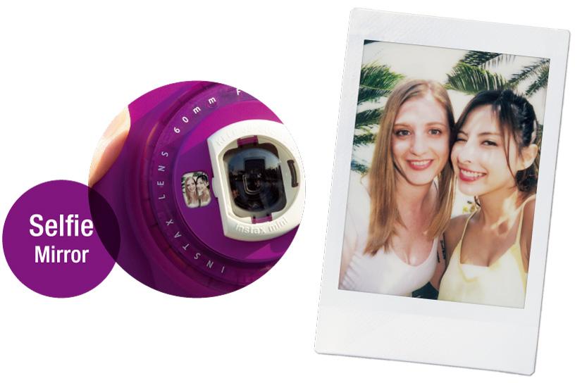 Imagem ampliada de um espelho de selfie e foto de duas meninas