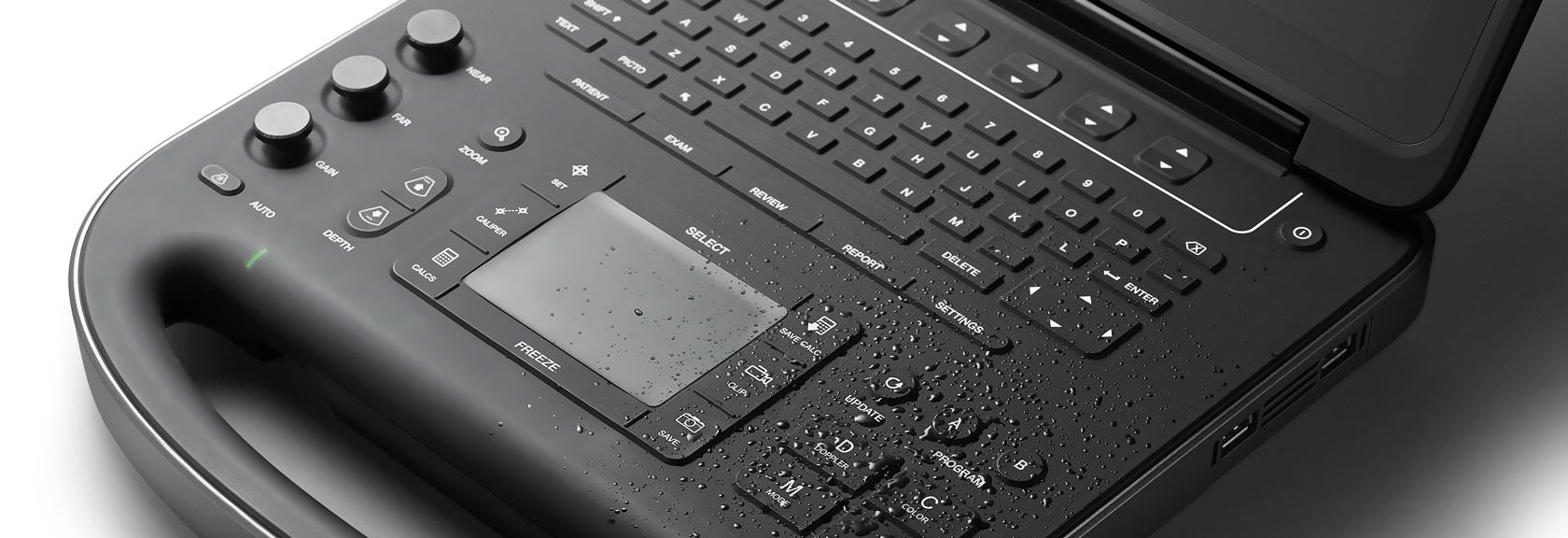 [foto] Respingos de água sobre o teclado preto do SonoSite Edge II
