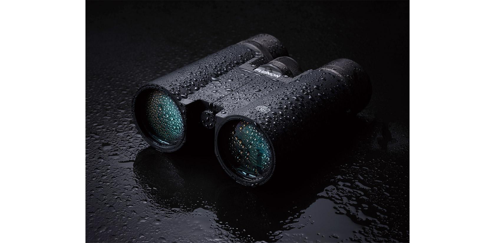 [foto] Binóculos pretos da série Hyper-Clarity salpicados com gotículas de água