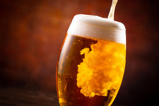 [photo] A glass of beer being poured in a glass