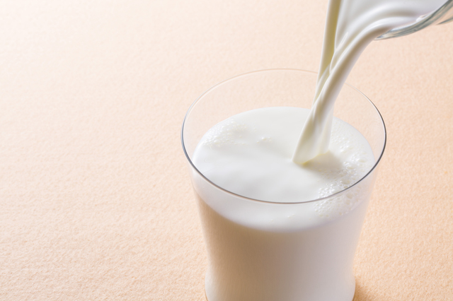 [photo] A glass of milk being poured