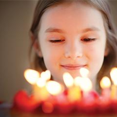 Photo de bougies d'anniversaire sur papier texturé