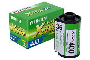 [photo] Film Fujifilm Superia X-Tra 400 à côté de sa boîte