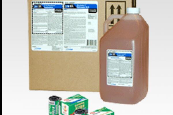Produits chimiques Minilab avec film Superia, boîte de produits et bouteille