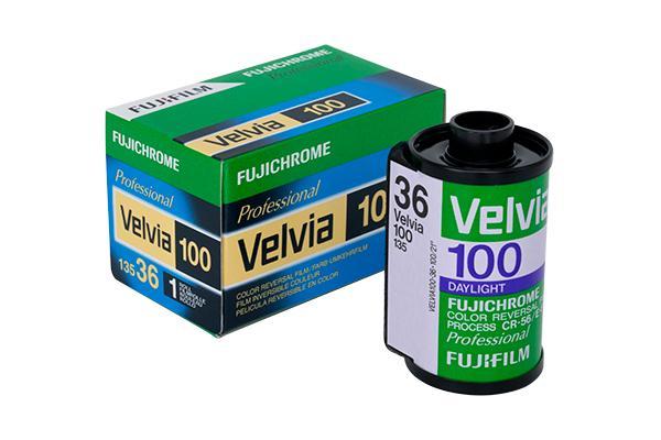 [foto] Pellicola FUJICHROME Velvia 100 accanto alla sua scatola