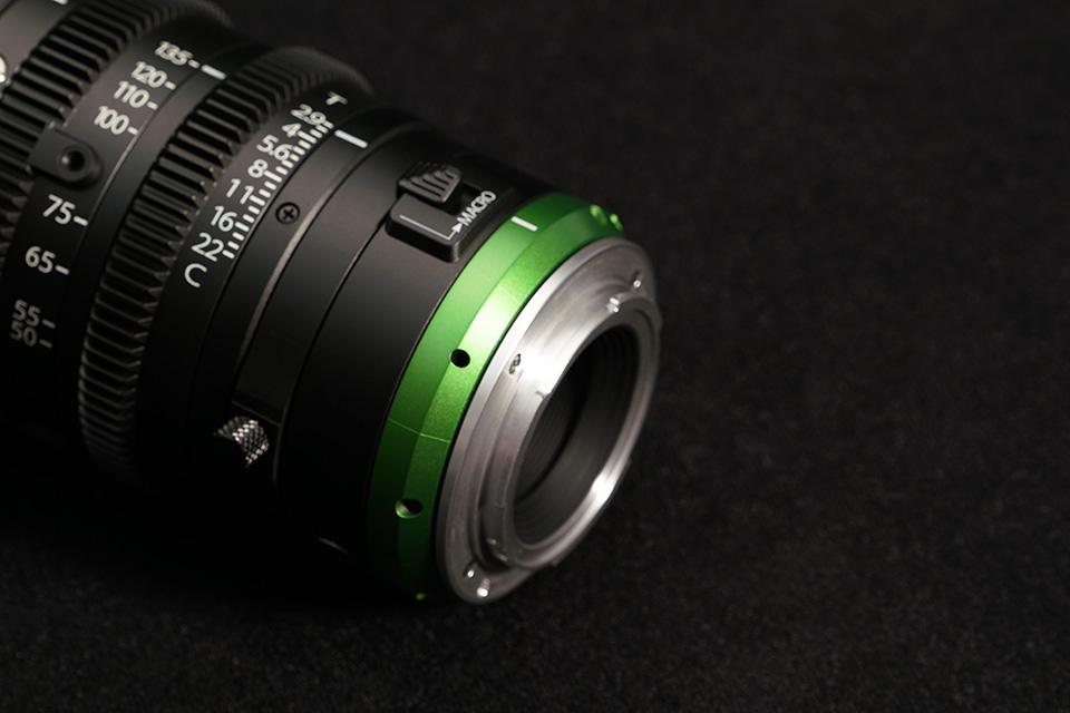 [foto] Primer plano del ajuste de enfoque posterior en los lentes MK