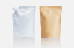[foto] Bolsas plásticas desechables plateadas y marrones