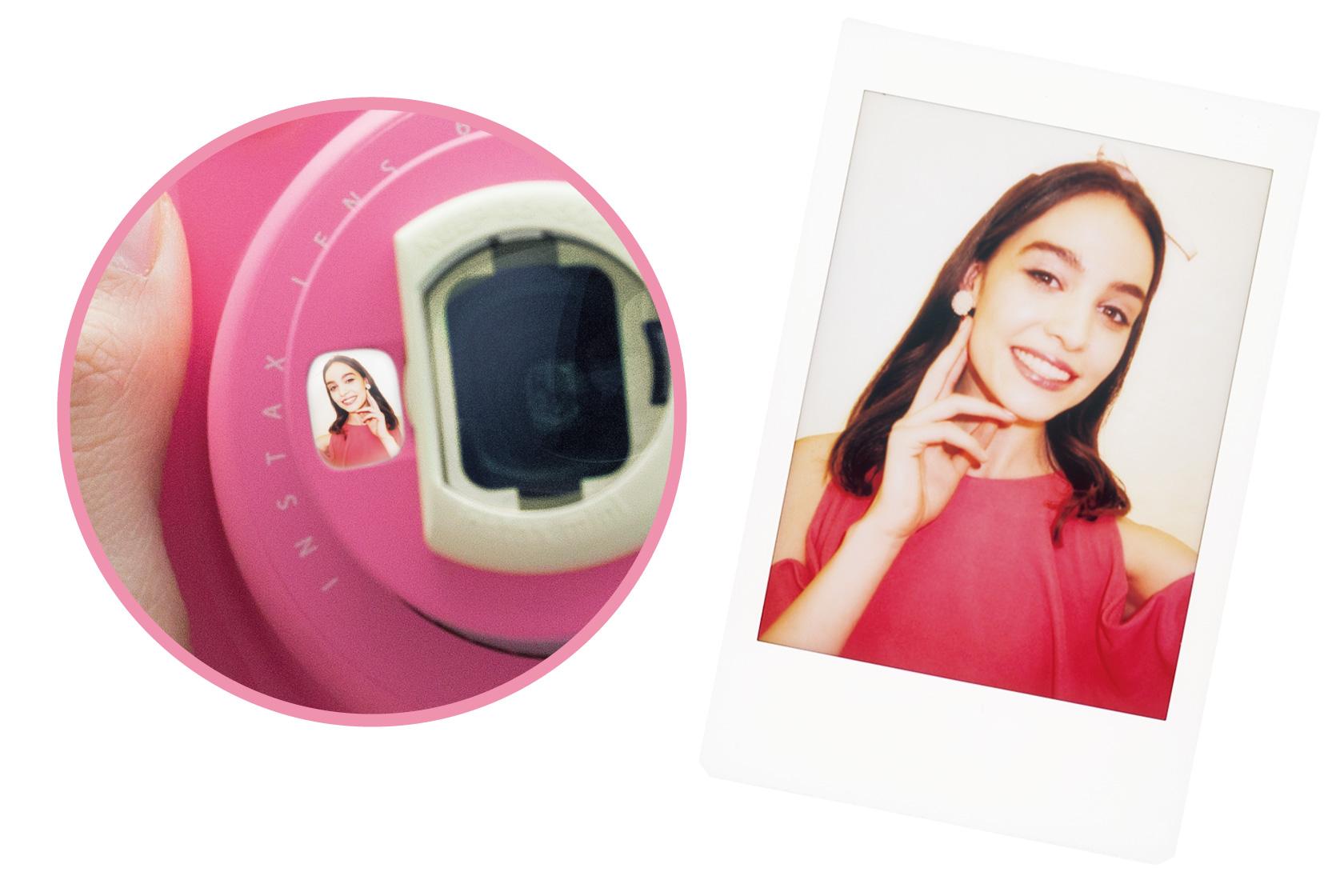 Acercamiento de la imagen del espejo para autorretrato e imagen de mini Instax