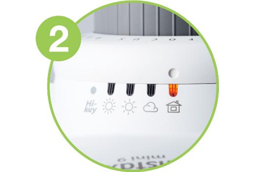 Imagen ampliada que muestra cómo ajustar el dial a la posición iluminada - Paso 2
