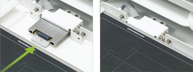 [photo] Side by Side close-up view instructional on where to plug the SE cable + Connector alreary built in the tray of the FDR Smart X