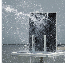 [photo] Water sprayed on upright standing device