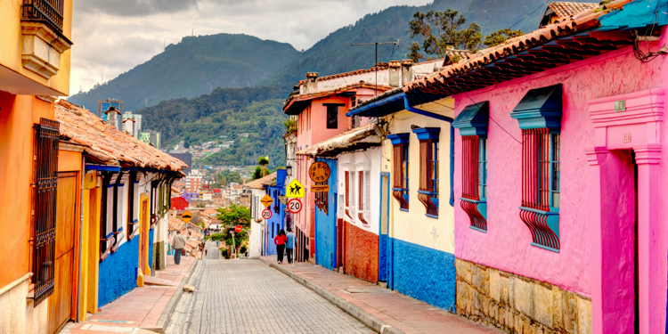 [photo] Colorful houses in Bogotá