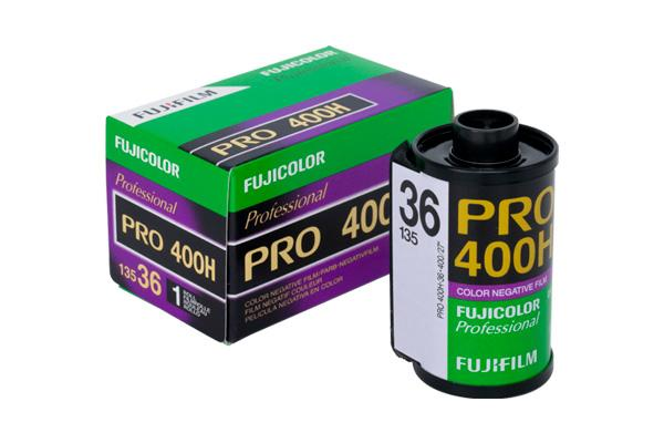[photo] Fujicolor PRO 400H Film next to it's box