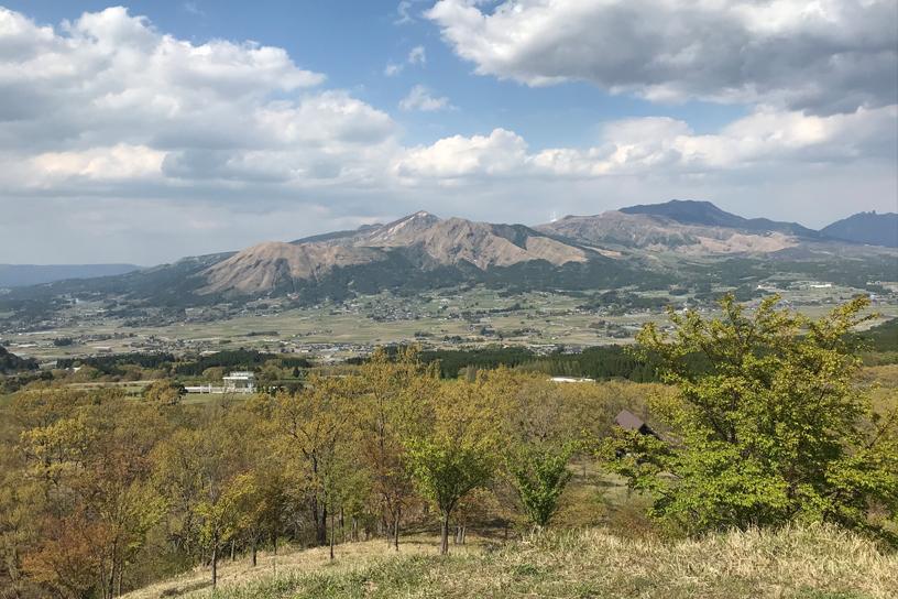 [画像]かん養林から望む阿蘇山