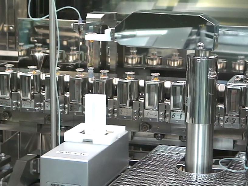 [写真]ロボットによる液量チェック