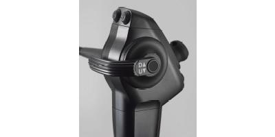 製品画像:細径気管支用スコープEB-710P先端部、使いやすい操作部