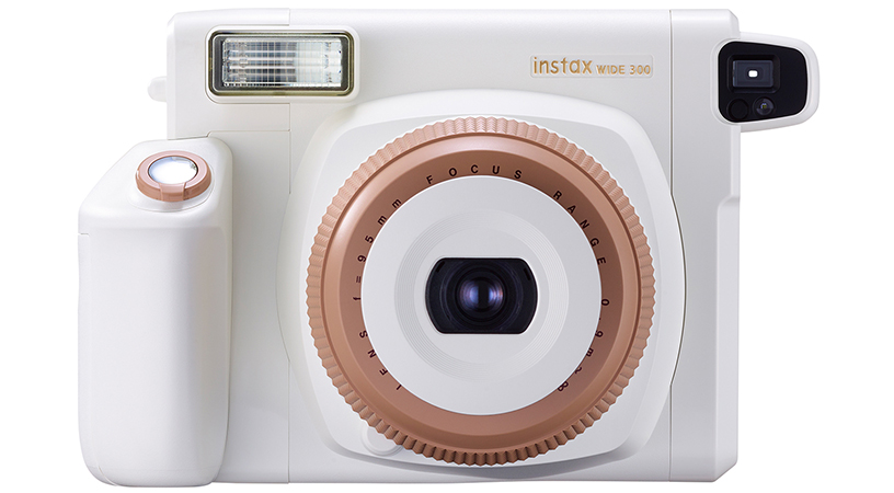[photo] Front view of Instax WIDE 300 camera in Toffee