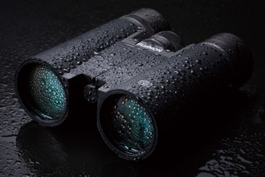 [photo] Black binoculars covered in raindrops
