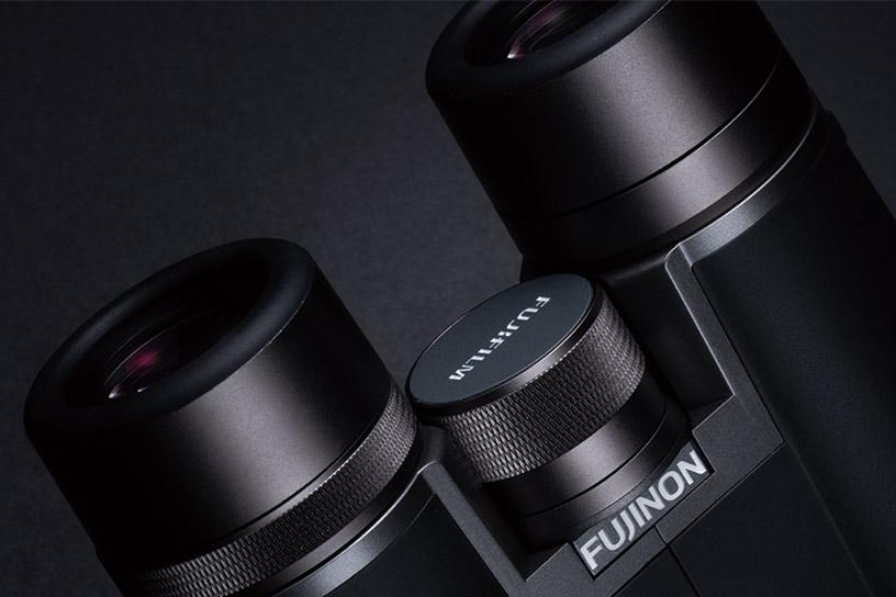 [photo] Hyper-Clarity Series binoculars adjustment knob and eye-holes/viewing portion of binoculars