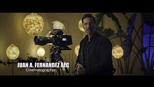 [photo] Cinematographer Juan A. Fernández AEC explaining the FUJINON cine lens with Blackmagic camera.