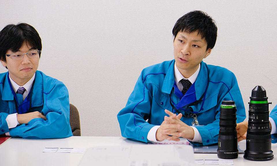 [photo] Tanaka (left), Yonezawa (right) from the Optical design team during an interview