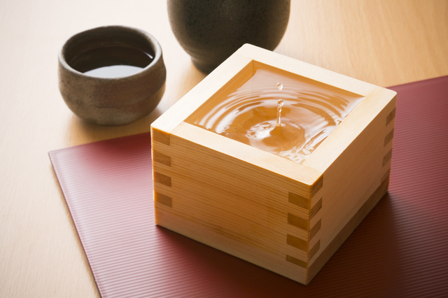 [photo] Sake in square, wooden container and sake shot glasses