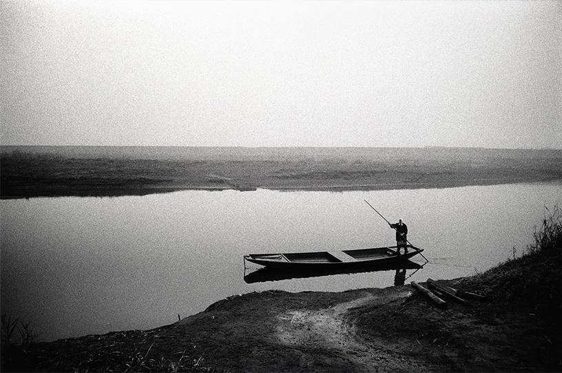 「渡し舟」群馬・板倉 1974年 写真:北井一夫 ©Kazuo Kitai