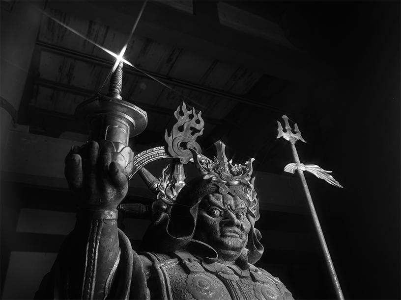 [写真]多聞天立像 東寺 © Yoshihiro Tatsuki
