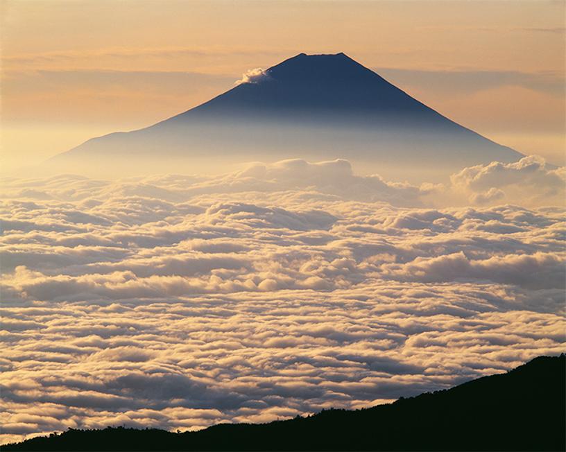 [画像]南アルプス千枚岳から「雲海と富士」 撮影:白籏史朗
