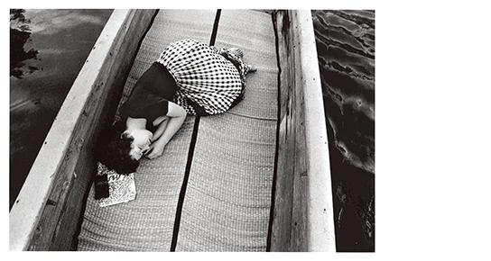 [写真]荒木経惟〈センチメンタルな旅〉より 1971年