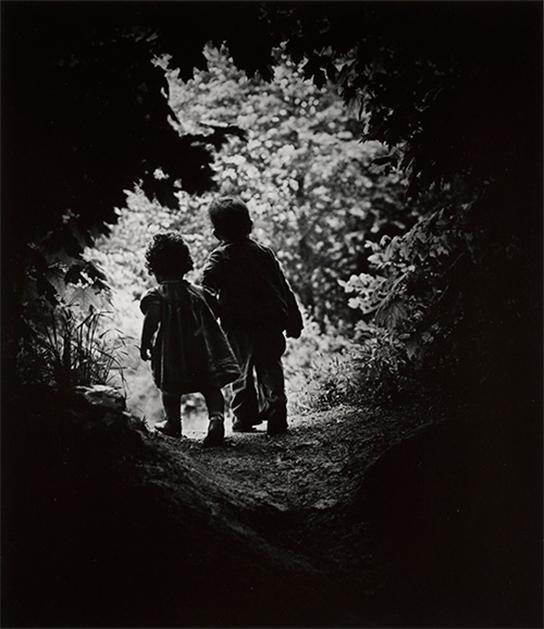 [画像]W. ユージン・スミス 《楽園への歩み》 1946年 © 1946, 2021 The Heirs of W. Eugene Smith 所蔵:京都国立近代美術館