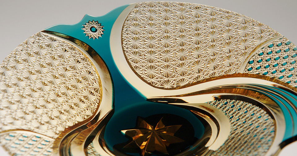 [사진] 일본 크리스탈 글래스웨어인 에도 키리코의 정교한 패턴의 근접 촬영 모습