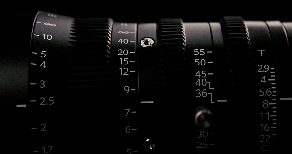 [사진] MK 시리즈 렌즈에 0.8M 기어 피치를 갖고 독립적으로 작동하는 렌즈 링 3개를 측면으로 확대한 모습