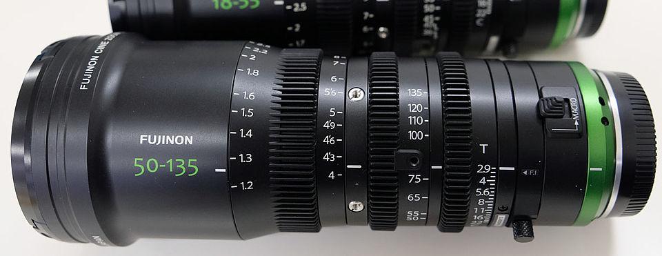 [사진] 후지논 50-135mm 렌즈의 눈금과 숫자를 가깝게 찍은 모습