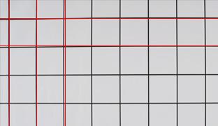 [사진] 다른 단일 초점 시네 렌즈(F8)를 사용하여 수평선 및 수직선 왜곡을 강조하는 정사각형 패턴 디자인