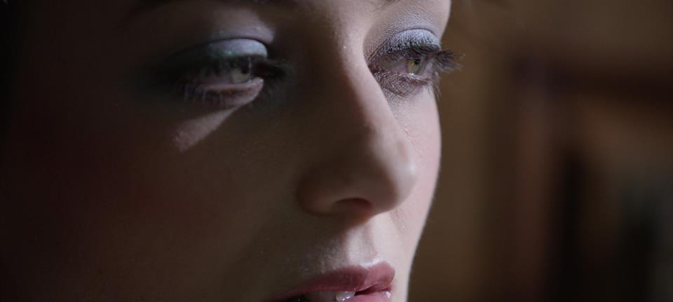 [사진] 한 여성의 눈, 코, 입술 근접 촬영 모습