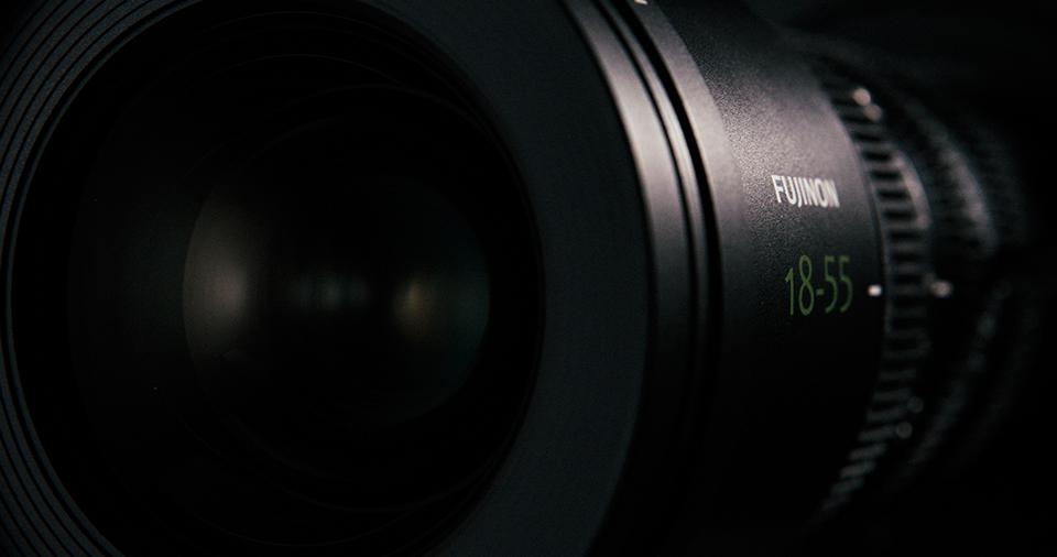 [사진] 옆면에 후지논 18-55mm가 에칭된 MK 시리즈 렌즈의 정면 모습