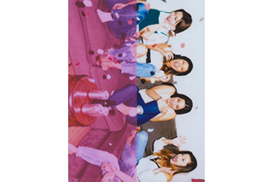 [photo] 축하하는 4명의 친구 사진에 컬러 필터 1 추가