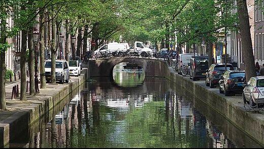 [사진] 낮 시간 암스테르담의 운하와 거리 모습