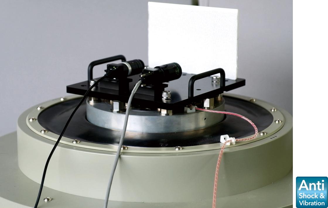 [사진] 진동기 플레이트에서 테스트 중인 렌즈